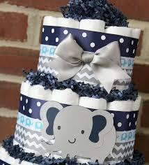 Moderniza el estilo de tu baby shower con una torta de pañales