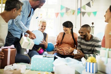 Los mejores juegos mixtos para entretener en un baby shower